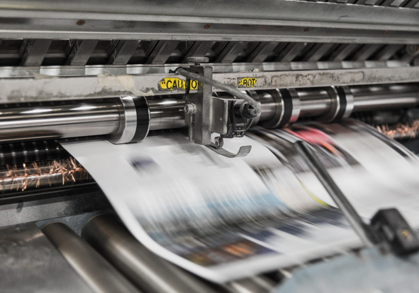 drukwerk uitbesteden krant drukken machine corporateprint
